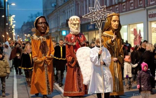 trys-karaliai-sveikins-kauna