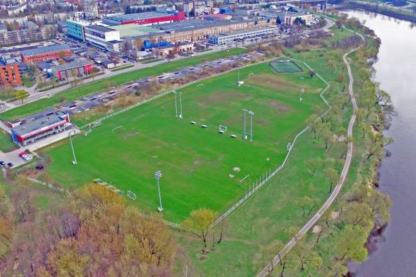 https://www.kaunieciams.lt/wp-content/uploads/2017/04/kauno-futbolo-mokyklos-laukia-permainos-statys-kupola-stadionui.jpg