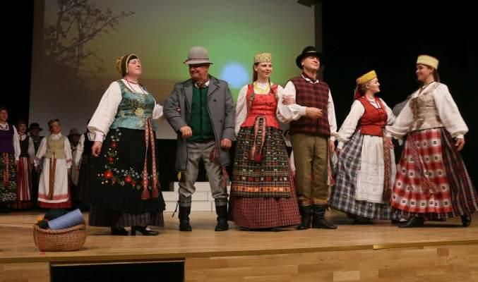 https://www.kaunieciams.lt/wp-content/uploads/2017/12/raudondvaryje-issiskleide-visu-lietuvos-regionu-tautiniai-kostiumai.jpg