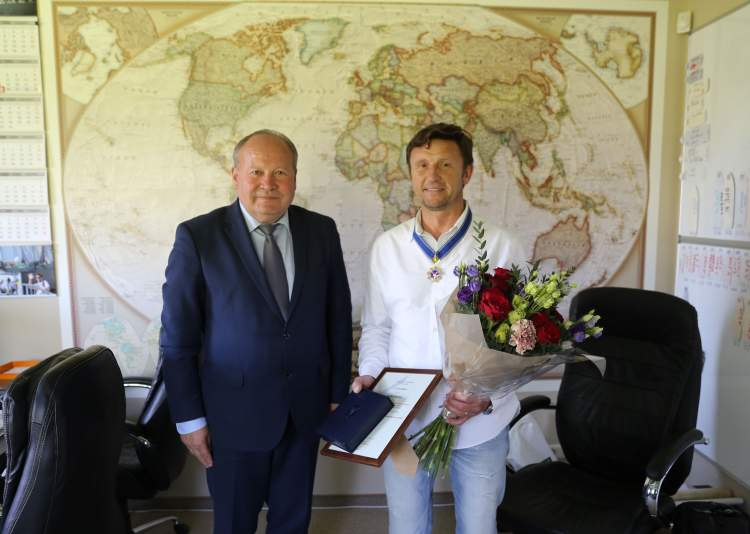 https://www.kaunieciams.lt/wp-content/uploads/2018/05/patriotiskam-verslininkui-kauno-rajono-savivaldybes-apdovanojimas.jpg