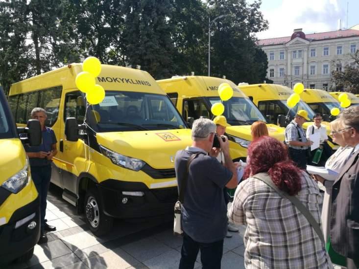 akademijos-ugnes-karvelis-gimnazijai-perduotas-geltonasis-autobusas