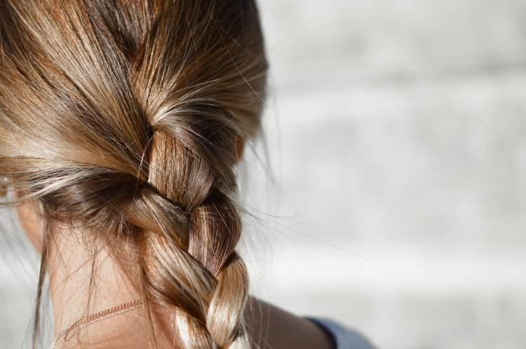 https://www.kaunieciams.lt/wp-content/uploads/2018/08/atgaivinkite-plaukus-po-vasaros-pades-avokadas-aliejai-ir-vanduo.jpg
