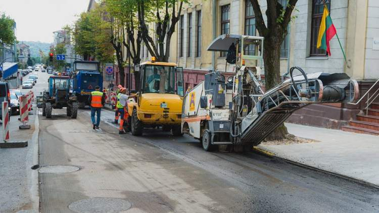 kaune-nulis-tolerancijos-brokui-kelininkus-priverte-perkloti-asfalta