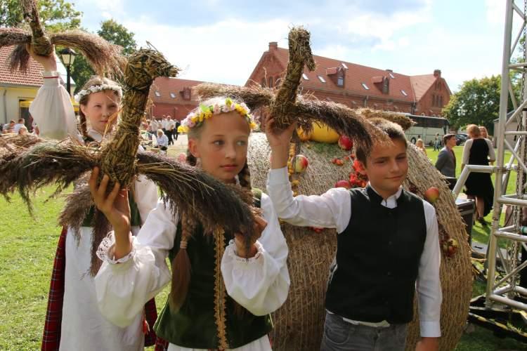 svente-raudondvaryje-vilios-rudens-gerybemis-ir-vokiskomis-vaisemis