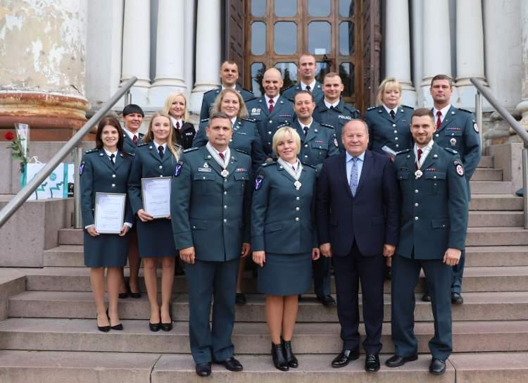 https://www.kaunieciams.lt/wp-content/uploads/2018/10/kauno-rajono-angelams-sargams-padekos-medaliai-ir-dovanos.jpg