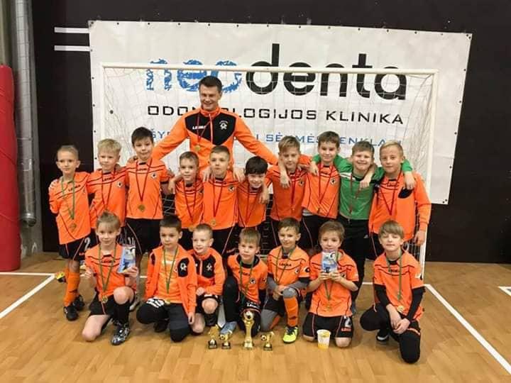 https://www.kaunieciams.lt/wp-content/uploads/2018/12/kalediniame-futbolo-turnyre-kauno-fm-fortuna-cempionai.jpg