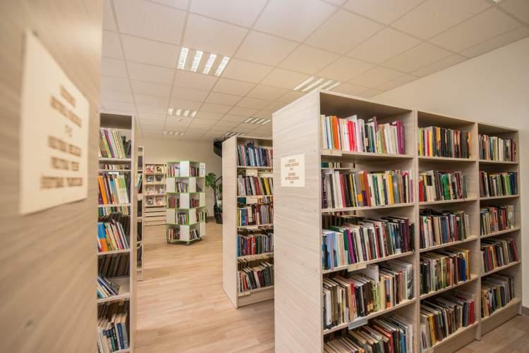 https://www.kaunieciams.lt/wp-content/uploads/2019/01/negalintiems-atvykti-i-biblioteka-kaunieciams-knygos-i-namus.jpg