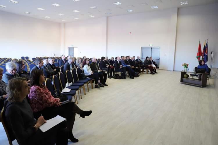 https://www.kaunieciams.lt/wp-content/uploads/2019/03/kauno-rajono-seniunu-sueigoje-aptartos-zeldynu-ir-zeldiniu-apsaugos-taisykles.jpg