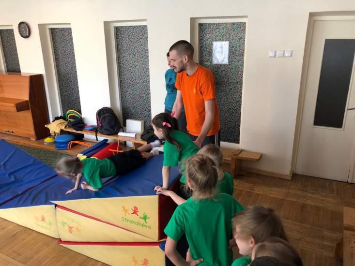 https://www.kaunieciams.lt/wp-content/uploads/2019/04/kauno-miesto-ikimokyklinio-ugdymo-istaigos-sportuojantis-vaikas-sveikas-vaikas.jpg
