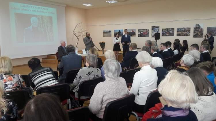 https://www.kaunieciams.lt/wp-content/uploads/2019/04/naujos-roberto-keturakio-knygos-sutiktuves-kauno-rajone.jpg