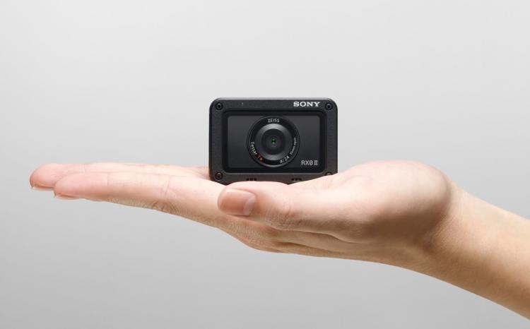 https://www.kaunieciams.lt/wp-content/uploads/2019/04/sony-pristato-itin-kompaktiska-kamera-maziausia-ir-lengviausia-pasaulyje.png