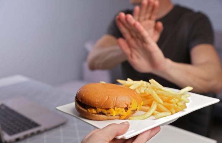 https://www.kaunieciams.lt/wp-content/uploads/2019/05/beveik-visi-lietuviai-kasdien-valgo-produktus-didinancius-cholesterolio-kieki.jpg