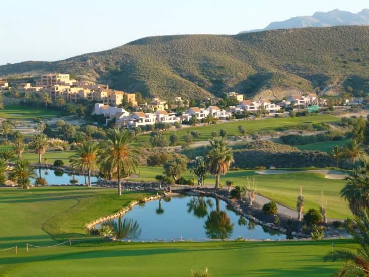 https://www.kaunieciams.lt/wp-content/uploads/2019/05/svajoniu-namai-zymiausi-pasaulyje-namu-kvartalai-prie-golfo-lauku.jpg