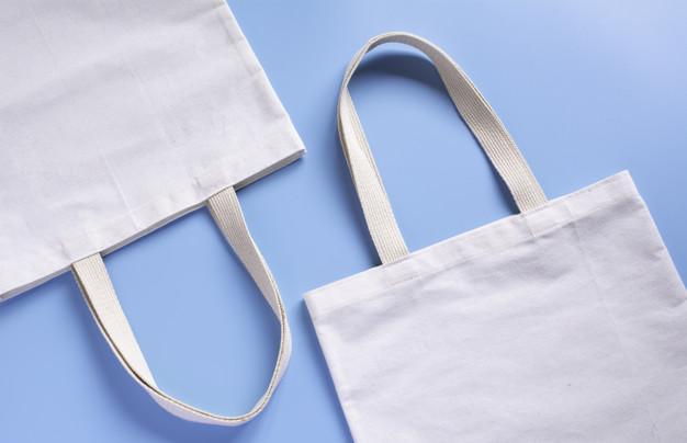 https://www.kaunieciams.lt/wp-content/uploads/2019/07/white-tote-bag-canvas-fabric_43284-1366.jpg